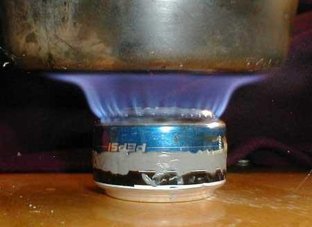 Спиртовая горелка из банки за 5 минут.